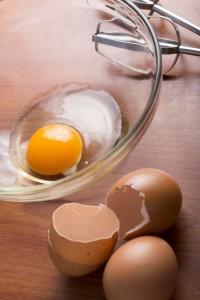お菓子作りに役立つ卵の泡立て方
