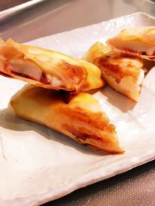 お餅を使ったレシピ:餅入りピザ春巻き