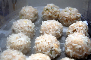 もちもちとした食感が堪らない!もち米シュウマイを紹介します
