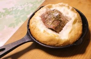"""今日は""""塩の日""""!塩と卵白を使って作る『豚肉の塩釜焼き』をご紹介します!"""