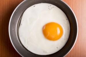 1つの卵で2つの目玉焼き?!びっくり!お料理マジック!