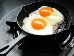 生卵と加熱した卵、栄養価は変わってくるの?