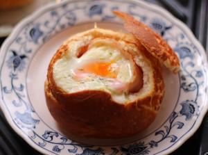 忙しい朝にピッタリのブレッドボウルのレシピをご紹介します♪