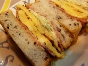 キャベツたっぷり厚焼き卵のサンドイッチ