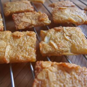卵白2つで簡単!香ばしいさっくさくアーモンドクッキー
