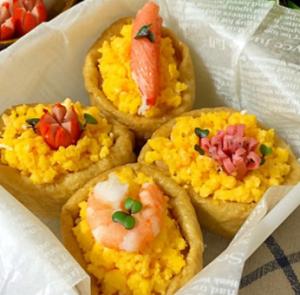 17日はいなりの日!紅花たまごのそぼろいなり寿司