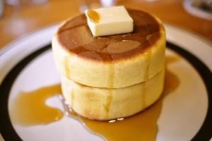 今日はホットケーキの日!変わり種のアレンジレシピをご紹介
