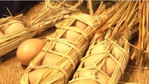 """米どころ東北の技!藁で包む""""卵つと""""とは?"""