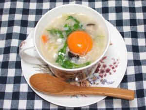 今日は君が代の日ということで卵の「黄身」を楽しめる栄養満点、月見雑炊を紹介します!