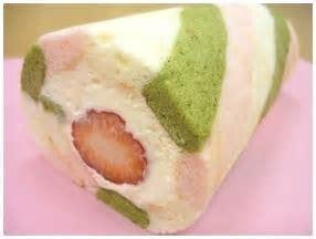 ひな祭りを春色ロールケーキで祝おう!