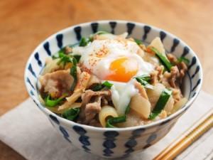 """山形県産豚肉を使った、ガツガツ食べたい""""紅花温泉たまごのっけ豚丼""""の作り方"""