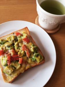 朝食をおしゃれに!アボカド卵トースト!